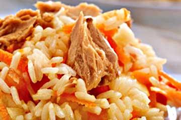 arroz con atún en lata