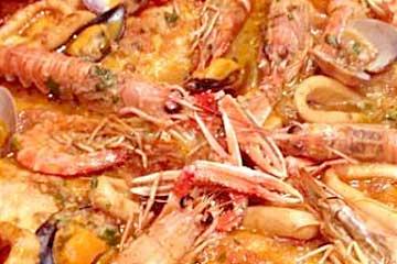 cazuela de pescados y mariscos a la catalana